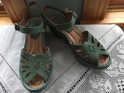 BRAND NEW! GREEN LEATHER EARTH SANDALS CUTE WEDGE, CUT-OUT M