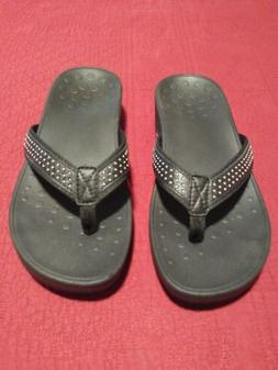 VIONIC Kehoe Woman Black/silver studded Thong Wedge Sandals