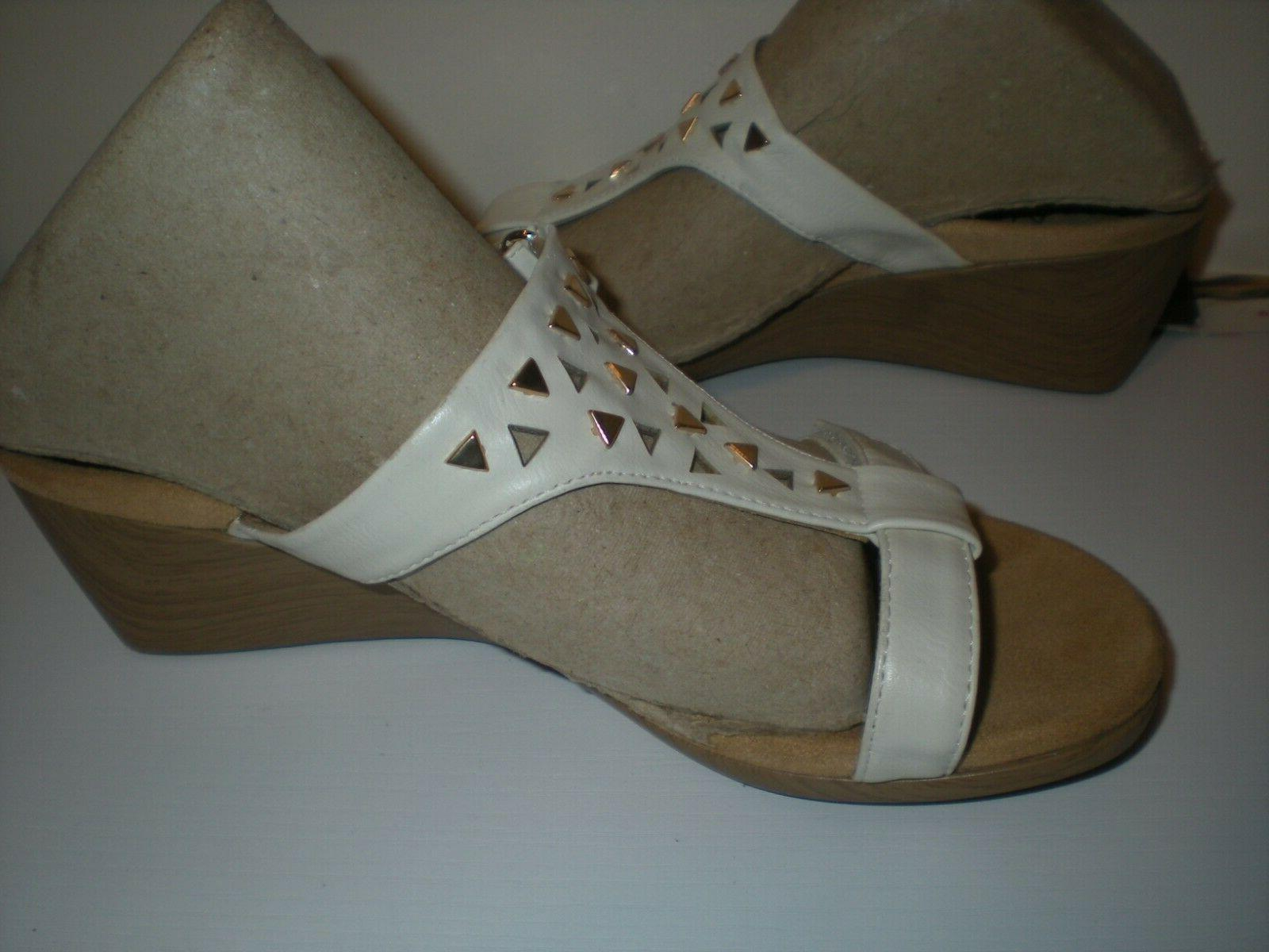 Vionic $110 Women's Studded Triangle Sandals Size 5