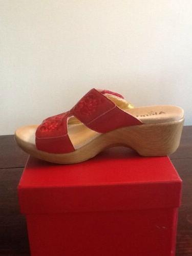 NEW LEATHER WEDGE SIZE 39 8-8 1/2