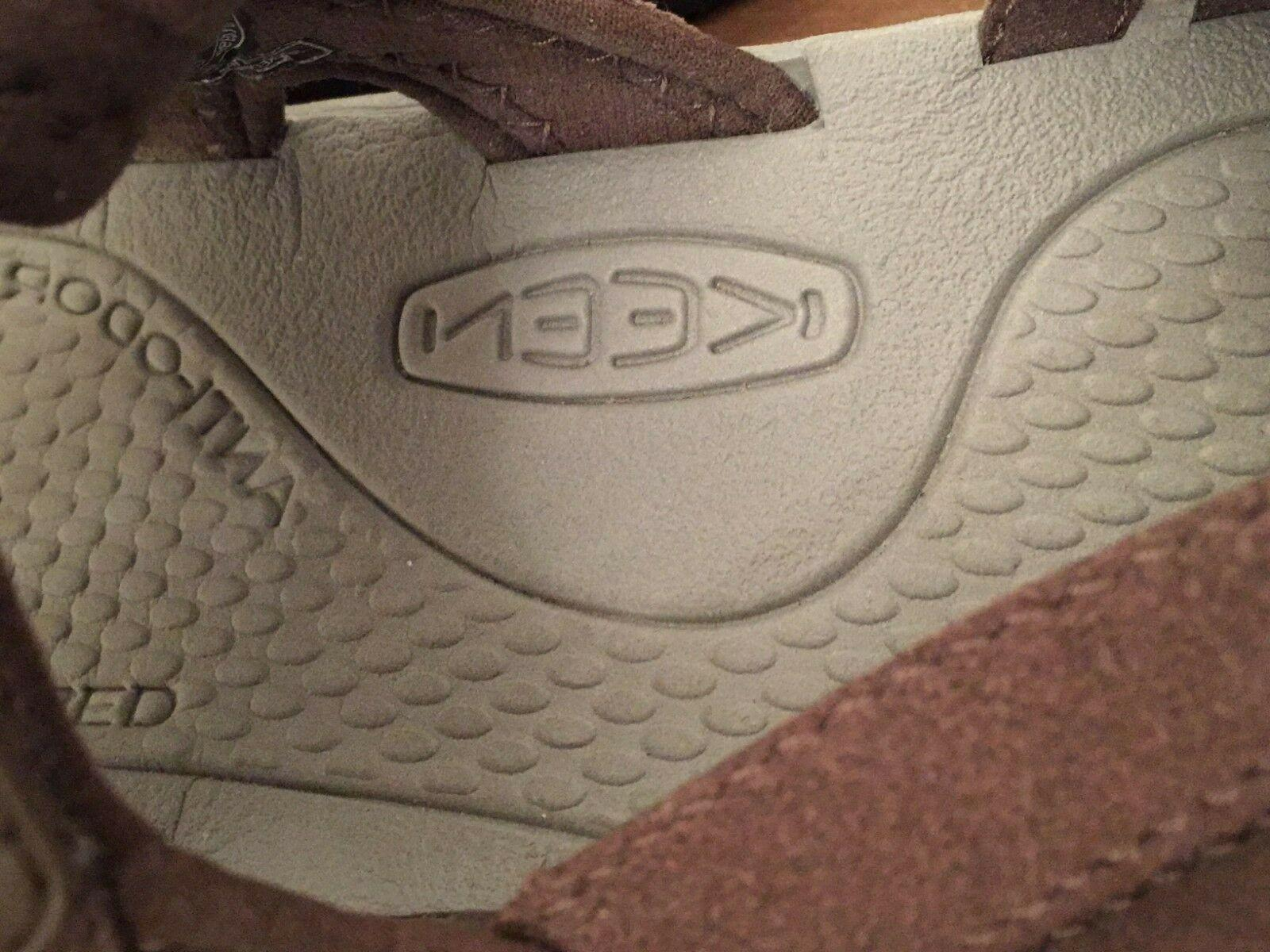Keen 10 Brown Water Shoes box