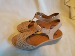 CLARKS Reedly Waylin Beige Nubuck Leather Wedge Sandals Size