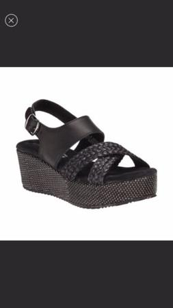 Very Volatile LIV black leather wedge sandals