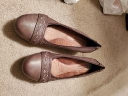womens size10M  taupe color shoe by Rockport Cobb Hill Colle